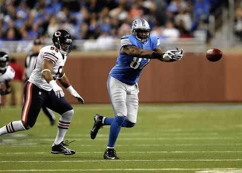 Lions tight end Brandon Pettigrew can't make a catch as Lance Briggs defends in the 4th quarter.