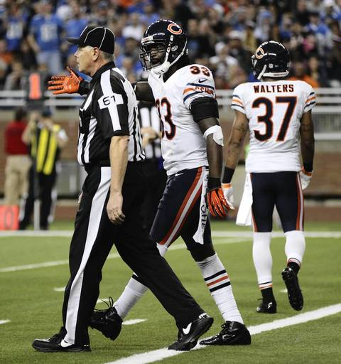 Charles Tillman argues with a referee after a touchdown by the Lions in the 4th quarter.