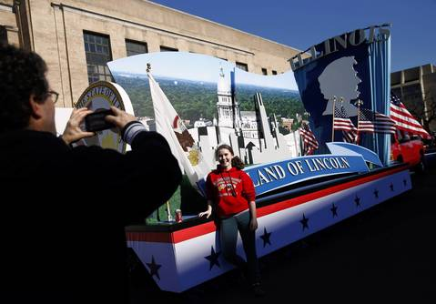 Chicago residents David Waxman photographs his daughter Katia, 14, in front of the Illinois float before Monday's Inauguration parade.