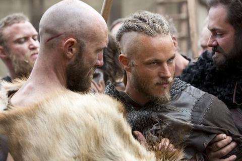Ragnar (Travis Fimmel) is arrested.