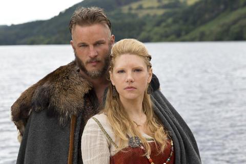 Ragnar Lothbrok (Travis Fimmel) and his wife, Lagertha (Katheryn Winnick).