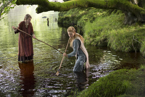 Lagertha (Katheryn Winnick) and her daughter, Gyda (Ruby O'Leary), catch eels.