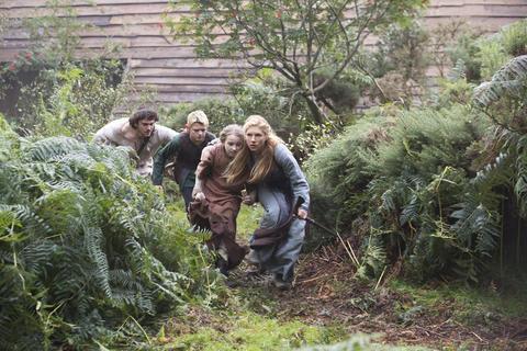 Lagertha (Katheryn Winnick) and the monk Athelstan (George Blagden) get her children to safety.