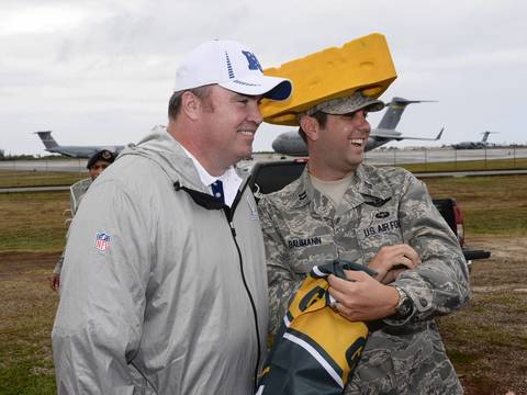 Packers coach Mike McCarthy poses with United States air force flight commander and cheesehead Andy Baumann.