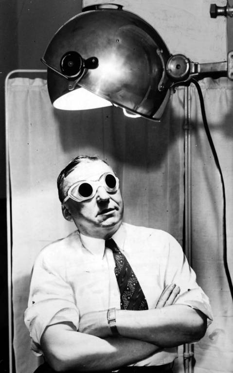 During his term as Chicago's mayor, Anton Cermak revealed that he was a sun-bathing enthusiast and showed how he used a violet ray lamp while at city hall on March 11, 1932.