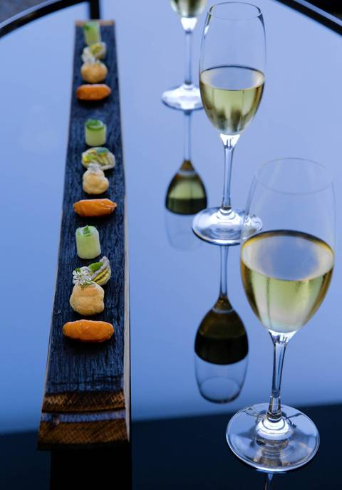 The barrel stave canape tray with Champagne at Grace.