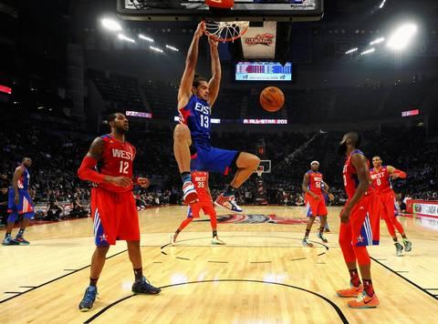 Joakim Noah dunks past Dwight Howard.