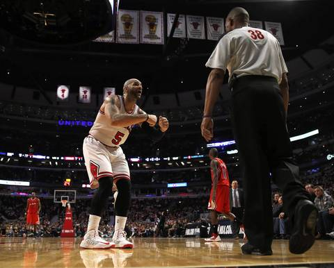 Carlos Boozer tries to coax a traveling call against the Clippers out of official Michael Smith during the 3rd quarter.