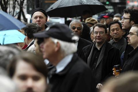 A crowd waits in line outside Holy Name Cathedral in Chicago to attend Roger Ebert's funeral.