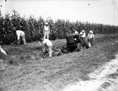 Cook County highway workers and Sgt. Charles Peiarson look for Roberta Rinearson's missing brown loafer shoes on Aug. 15, 1950.