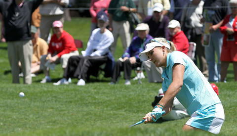 Lexi Thompson chips onto the 15th green during the first round of the Kingsmill Championship Thursday in Williamsburg.