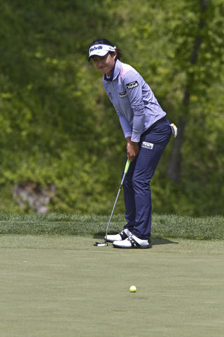 LPGA tournament at Kingsmill in James City Co. the 2nd. round Friday. Ilhee Lee putting on the 18th green.