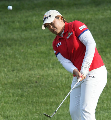 Inbee Park chips up to the 8th green during the second round of the Kingsmill Championship Friday in Williamsburg.