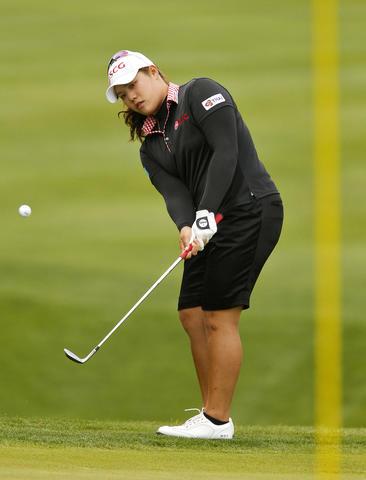 Ariya Jutanugarn chips the ball onto the green of the 15th hole during Saturday's third round of the LPGA Kingsmill Championship.