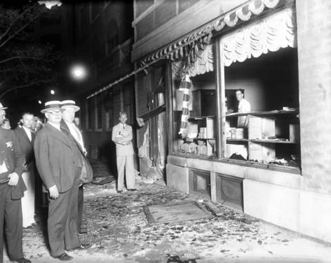 A dynamite bomb went off on August 14, 1934 in the doorway of a small print shop at the hotel and injured three people, two of which were union picketers who were questioned in the bombing. At the time of the blast, union electrical workers had been striking for months against the hotel. Also brought in for questioning was Danny Stanton, a former Al Capone gangster.