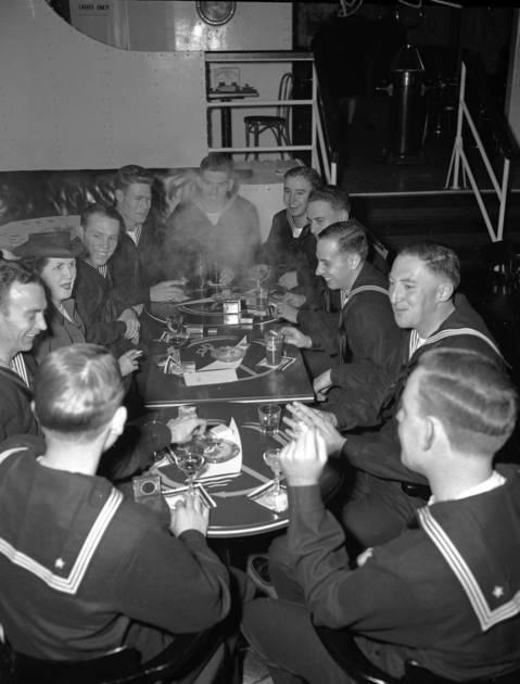 Edgewater Beach Hotel Thanksgiving dinner for servicemen, Nov. 26, 1942
