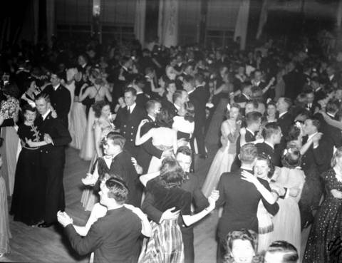 Crowds dancing at the Edgewater Beach Hotel, Jan. 17, 1944. The hotel was known for hosting famous big bands such as the bands of Benny Goodman, Tommy Dorsey, Artie Shaw, Xavier Cugat, Glenn Miller, and Wayne King.
