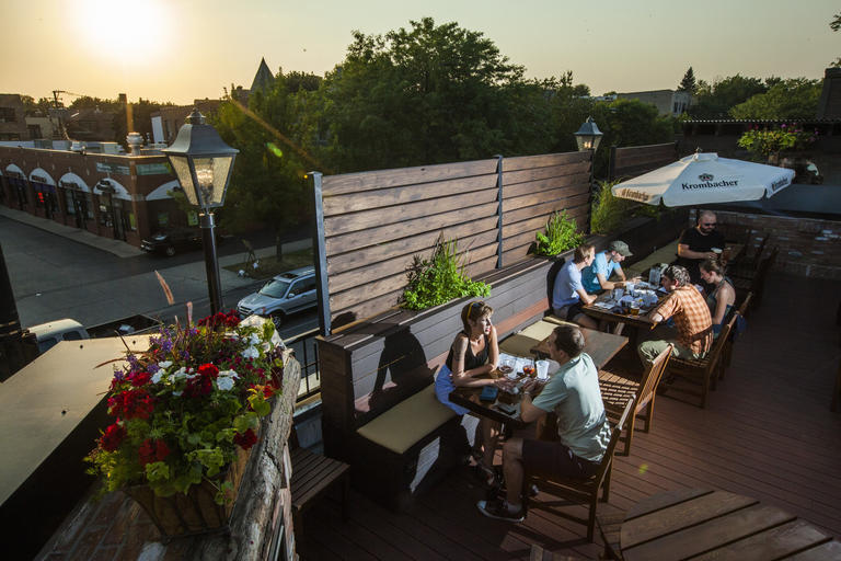 The Rooftop At Ravenswood Bar Fountainhead Is Now Open For Outdoor  Beer Drinking.