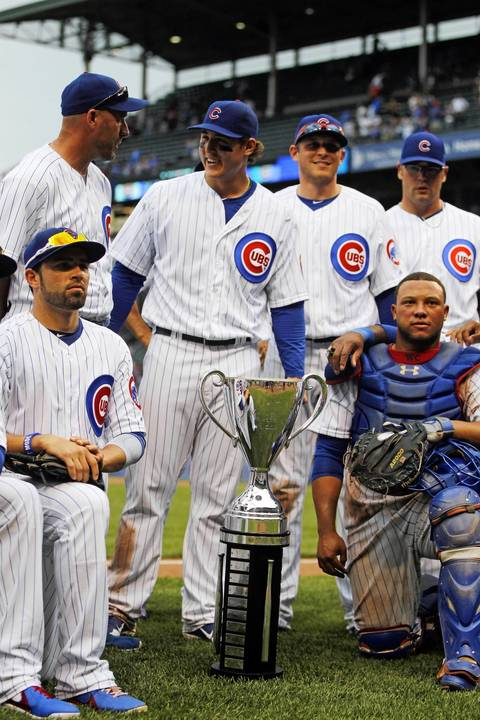 The Cubs pose with the Crosstown Cup.