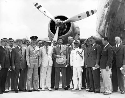Chicago Mayor Edward J. Kelly, center with hat in hand, and a group of prominent officials went up in a UAL plane during a ceremony at Chicago Midway Airport in June 1941.