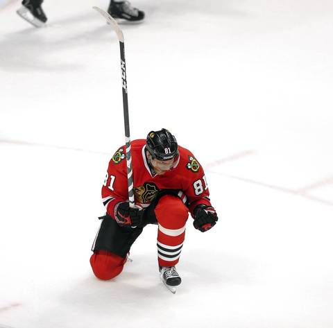 Marian Hossa celebrates his goal against the Kings in the second period.