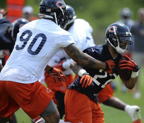 Matt Forte runs pass Julius Peppers.