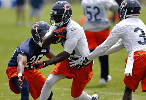 Bears kickoff and punt returner Devin Hester (23) runs during drills.