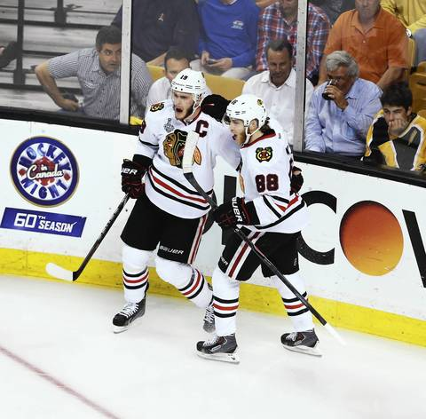 Jonathan Toews celebrates his goal with Patrick Kane in the second period.