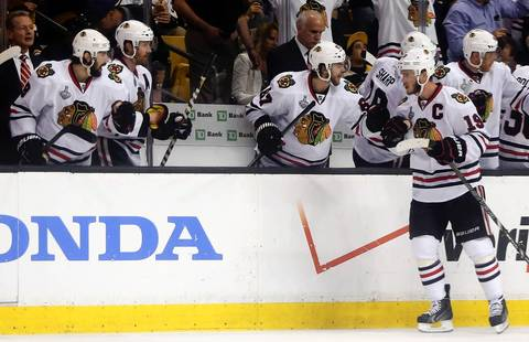 Jonathan Toews celebrates his goal with teammates on the bench in the second period.