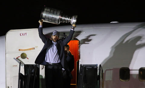 Michal Handzus hoists the Stanley Cup after arriving at O'Hare International Airport.