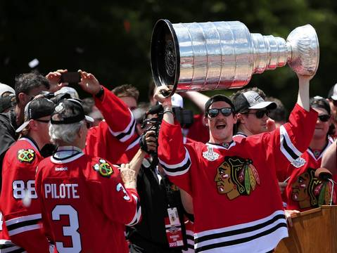 Andrew Shaw hoists the Stanley Cup as the Chicago Blackhawks celebrate with their fans in Grant Park.