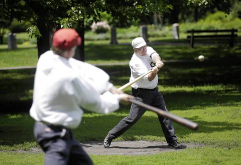 """Chicago Salmon Bob """"Zeus"""" Rzeszutko, right, takes some practice swings before the game."""