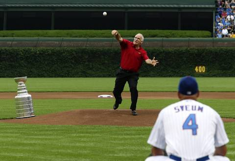 Joel Quenneville throws the ceremonial first pitch to Cubs manager Dale Sveum.