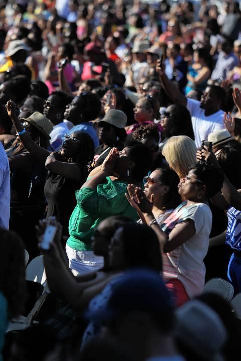 Crowds listen to Estelle perform.