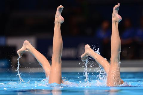 Jiang Wenwen and China's Jiang Tingting  compete in the duet free final during the synchronised swimming competition in the FINA World Championships at the Palau Sant Jordi in Barcelona, on July 25, 2013.