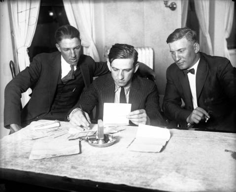 Chicago White Sox players Charles 'Swede' Risberg, left, and Oscar 'Happy' Felsch, right, with Attorney Ray Cannon, middle, during the 1921 Black Sox trial.