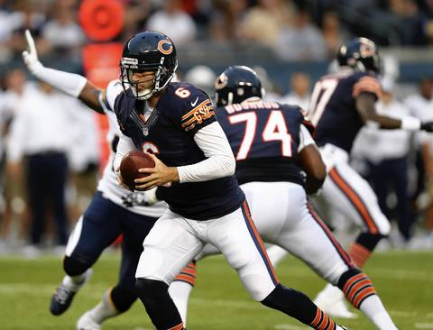 Jay Cutler looks to make a play in the first quarter.