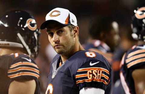 Jay Cutler stands on the sideline in the 4th quarter.