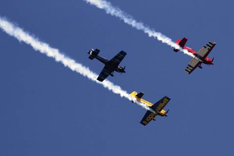 The Firebirds Delta Team flies in close acrobatic formation at the Chicago Air and Water Show.