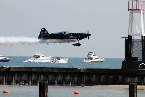 The Firebirds Delta Team fly in close acrobatic formation at the Chicago Air and Water show.