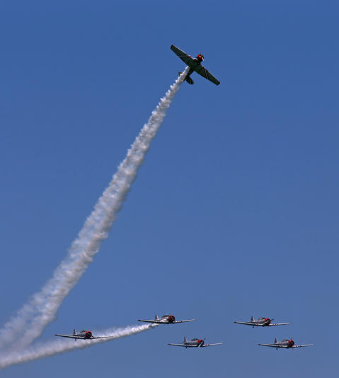 The Geico SkyTypers perform above Lake Michigan during the Chicago Air and Water show.
