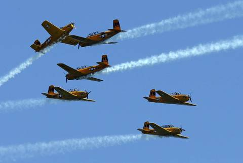 The Lima Lima Flight Team performs over Lake Michigan during the Chicago Air and Water show.