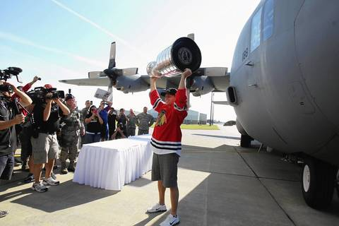 Patrick Kane shows off the Stanley Cup in front of a C-130H2 at the Niagara Falls Air Base.