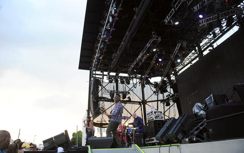 Sarah and Christian Dugas open for The Zac Brown Band at the Great Allentown Fair on Thursday.