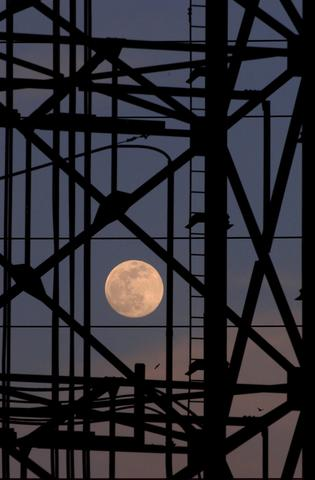STEEL:  BURNS HARBOR: A full moon shines through utility tranmission pipes and line as 2 birds fly in hte background at Bethlehem Steel's Burns Harbor plant.  ( CHUCK ZOVKO / TMC).