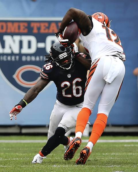 Bears cornerback Tim Jennings knocks the ball away from Bengals wide receiver Mohamed Sanu in the 4th quarter.