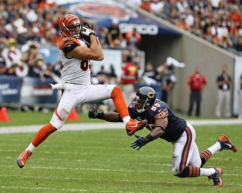 Bengals tight end Tyler Eifert catches a pass in front of Lance Briggs.