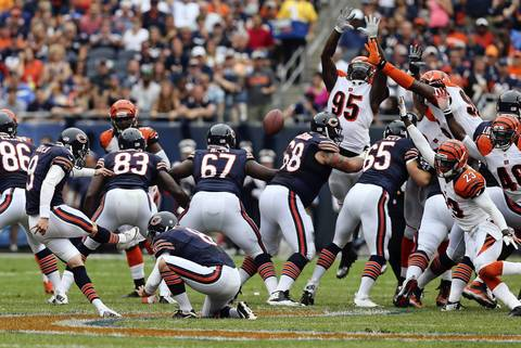 Robbie Gould hits a 58-yard field goal against the Bengals in the second quarter.