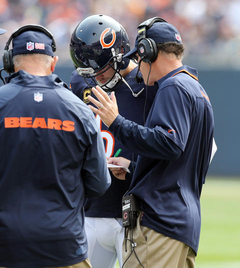 Chicago Bears head coach Marc Trestman talks to Jay Cutler in the second quarter Sunday at Soldier Field.