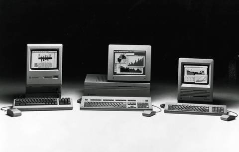 Macintosh II (center), Macintosh SE (left) and Macintosh Plus (right) in 1987.